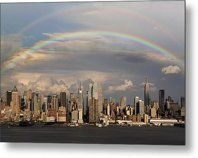 Double Rainbow Over Nyc Metal Print by Susan Candelario