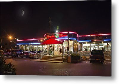 Double T Diner At Night Metal Print by Brian Wallace