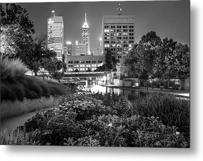 Downtown Indianapolis Skyline At Night - Black And White Metal Print