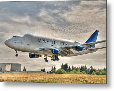Metal Print featuring the photograph Dreamlifter Landing 1 by Jeff Cook