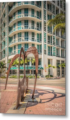 Duenos Do Las Estrellas Sculpture - Downtown - Miami - Hdr Style Metal Print by Ian Monk