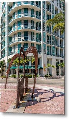 Duenos Do Las Estrellas Sculpture - Downtown - Miami Metal Print by Ian Monk