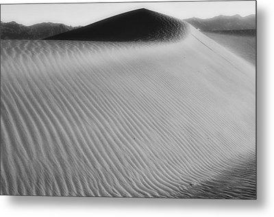 Dune Death Valley Metal Print by Hugh Smith