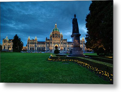 Dusk In Victoria Metal Print by Mike Reid
