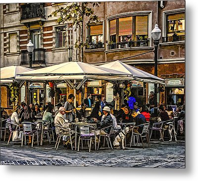Metal Print featuring the photograph Eating Out In Barcelona by Brian Tarr