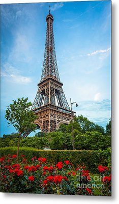 Eiffel Tower And Red Roses Metal Print by Inge Johnsson