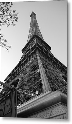 Eiffel Tower In Black And White Metal Print by Jennifer Ancker