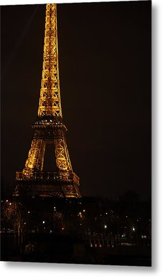 Eiffel Tower - Paris France - 011323 Metal Print by DC Photographer