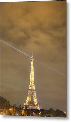 Eiffel Tower - Paris France - 011345 Metal Print by DC Photographer