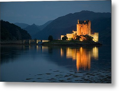 Eilean Donan Castle At Night Metal Print