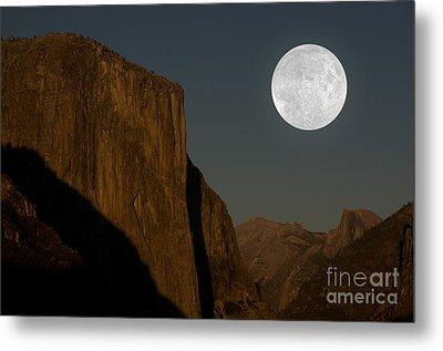 El Capitan And Half Dome Metal Print by Mark Newman