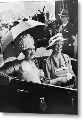 Eleanor Roosevelt & The Queen Metal Print by Underwood Archives