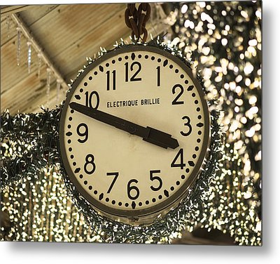 Electrique Brillie Clock In Chelsea Market Metal Print by Rona Black