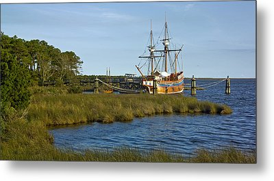 Metal Print featuring the photograph Elizabeth II In Port  by Greg Reed