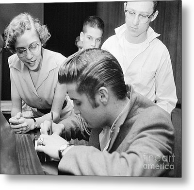 Elvis Presley Meeting Fans 1956 Metal Print by The Harrington Collection