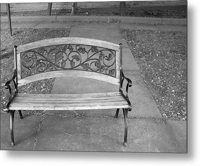 Empty Bench Metal Print by Stephanie Grooms