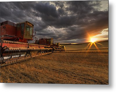 End Of Day Metal Print by Mark Kiver