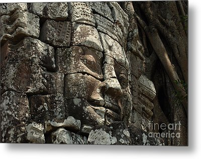 Face At Banyon Ankor Wat Cambodia Metal Print by Bob Christopher