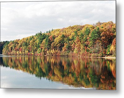 Fall Foliage At Walden Pond Metal Print by John Sarnie