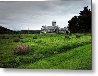 Farmhouse Bails Of Hay Metal Print