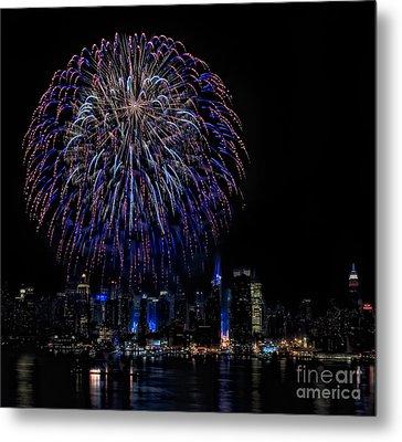 Fireworks In New York City Metal Print by Susan Candelario