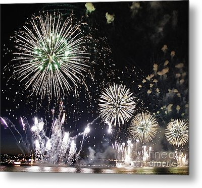 Metal Print featuring the photograph Fireworks Over The Hudson River by Lilliana Mendez