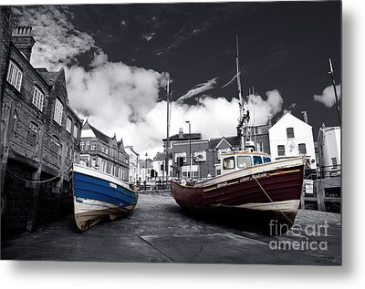 Fishing Boats At Scarborough  Metal Print by Rob Hawkins