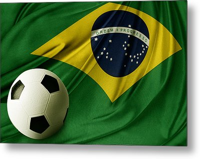Flag And Ball Metal Print by Les Cunliffe