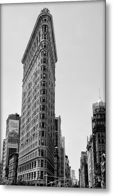 Flat Iron In Black And White Metal Print by Bill Cannon
