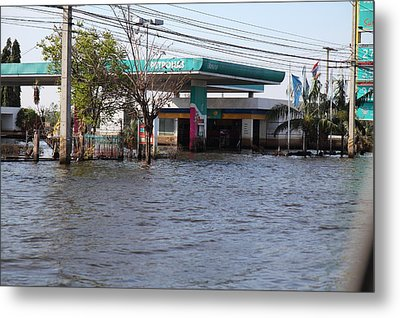 Flooding Of Stores And Shops In Bangkok Thailand - 01133 Metal Print by DC Photographer
