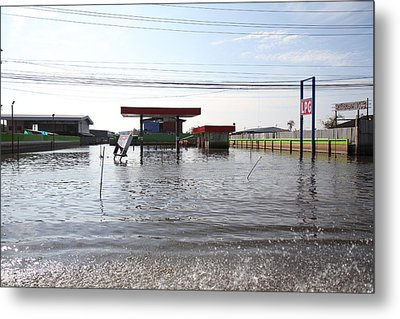 Flooding Of Stores And Shops In Bangkok Thailand - 01139 Metal Print by DC Photographer