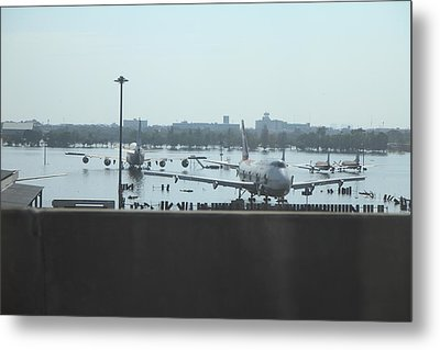 Flooding Of The Airport In Bangkok Thailand - 01135 Metal Print by DC Photographer