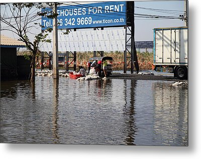 Flooding Of The Streets Of Bangkok Thailand - 01137 Metal Print by DC Photographer
