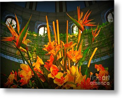 Floral Arragement In Lobby Of The Riu Cancun Hotel Metal Print by John Malone