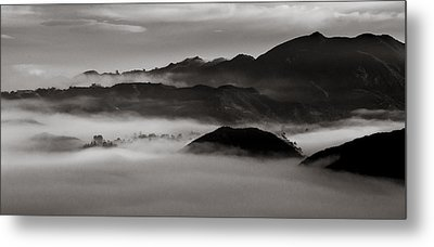Fog In The Malibu Hills Metal Print