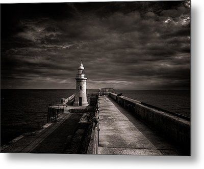 Folkestone Lighthouse Metal Print by Ian Hufton