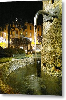 Fountain At Night Metal Print by Giuseppe Epifani