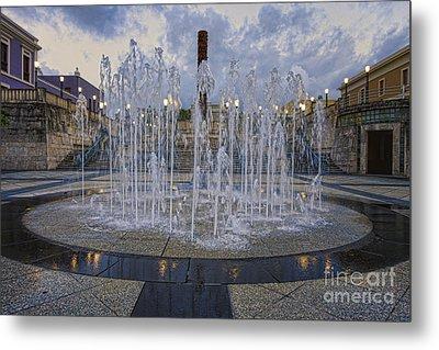 Fountain Of Plaza Del Quinto Centenario Metal Print by George Oze