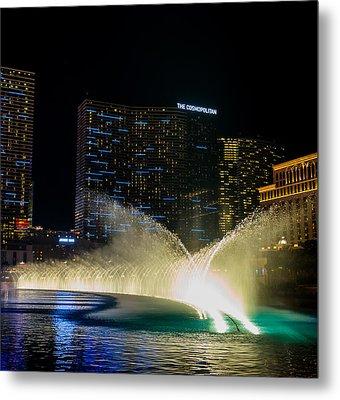 Fountain Spray Metal Print by Zachary Cox