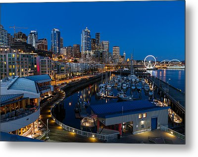 Friday Night In Seattle Metal Print