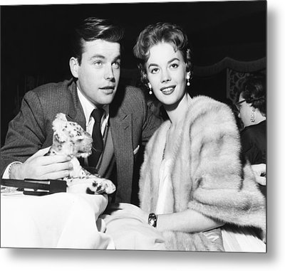 From Left Robert Wagner And Natalie Metal Print by Everett