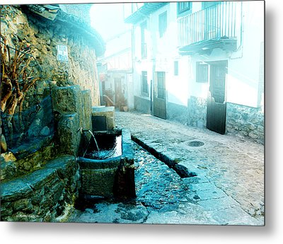 Metal Print featuring the photograph Fuente De Candelario by Alfonso Garcia