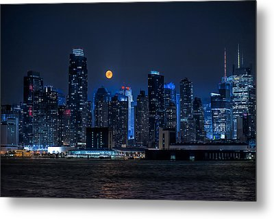 Full Moon Over New York City Metal Print by Linda Karlin