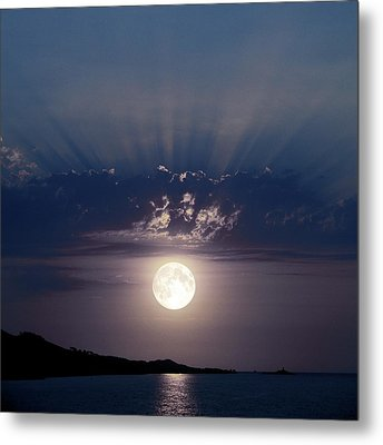 Full Moon Over The Sea Metal Print by Detlev Van Ravenswaay