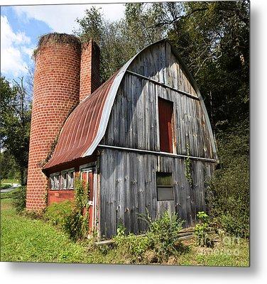 Gambrel-roofed Barn Metal Print by Paul Mashburn