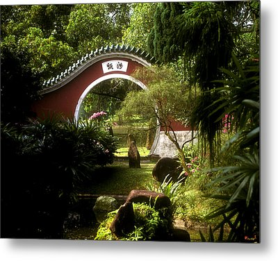 Garden Moon Gate 21e Metal Print by Gerry Gantt
