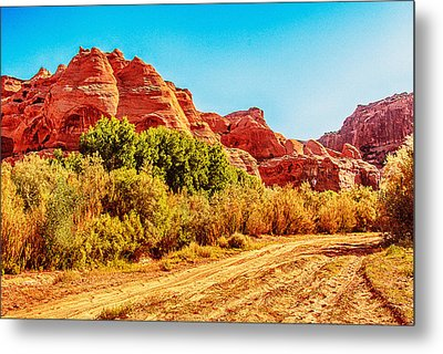 Getting The Sun In Canyon De Chelly Metal Print by Dr Bob Johnston
