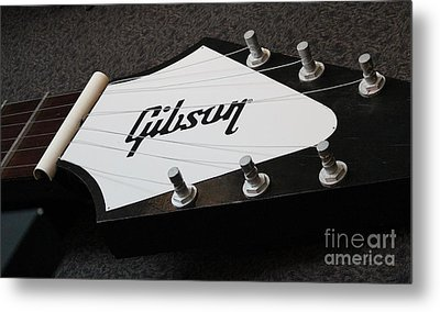 Metal Print featuring the photograph Giant Gibson Guitar by Cynthia Snyder