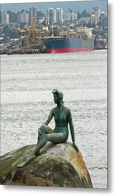 Girl In A Wetsuit Statue, Stanley Park Metal Print by William Sutton