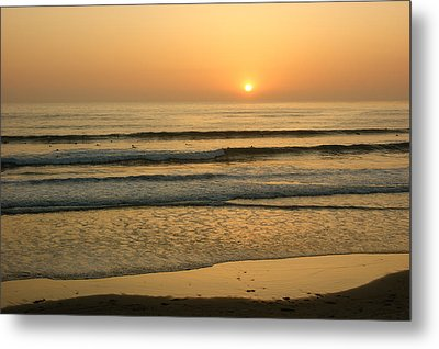 Golden California Sunset - Ocean Waves Sun And Surfers Metal Print
